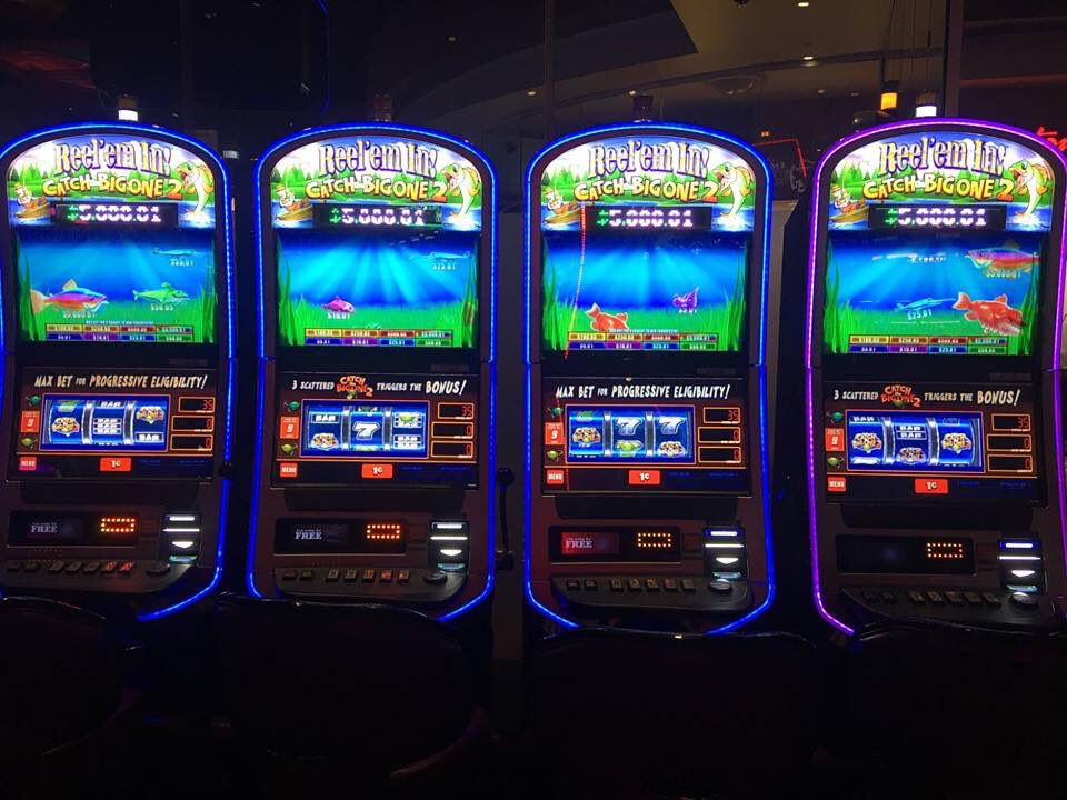 Why People Play Free Online Slot Machine Games?